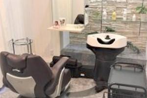 天神で美容室をお探しなら、人目が気にならない完全「個室」の【Axio-アクシオ-】