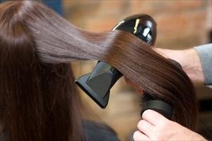 福岡でエイジングケアをお考えなら年齢による髪の悩みを解消する美容室【Axio-アクシオ-】へ